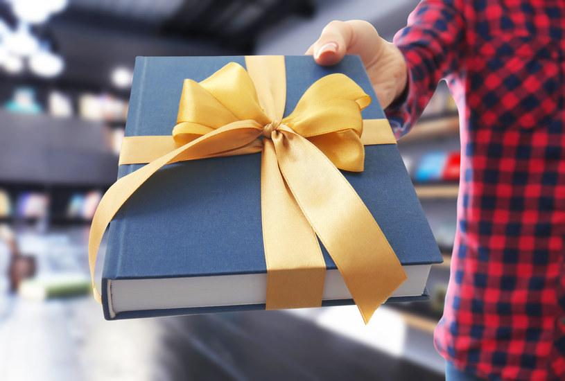 Książka - doskonały prezent dla każdej kobiety /123RF/PICSEL