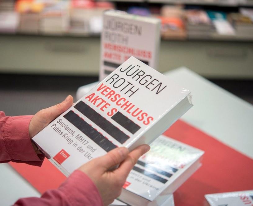 Książka Jürgena Rotha ukazała się w środę /PAP/EPA