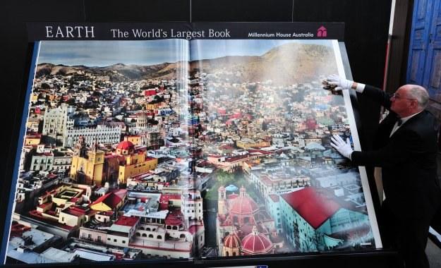 Książka kosztuje 100 tysięcy dolarów /AFP