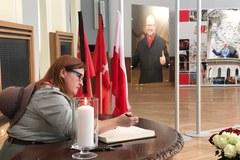 Księga kondolencyjna w magistracie w Gdańsku