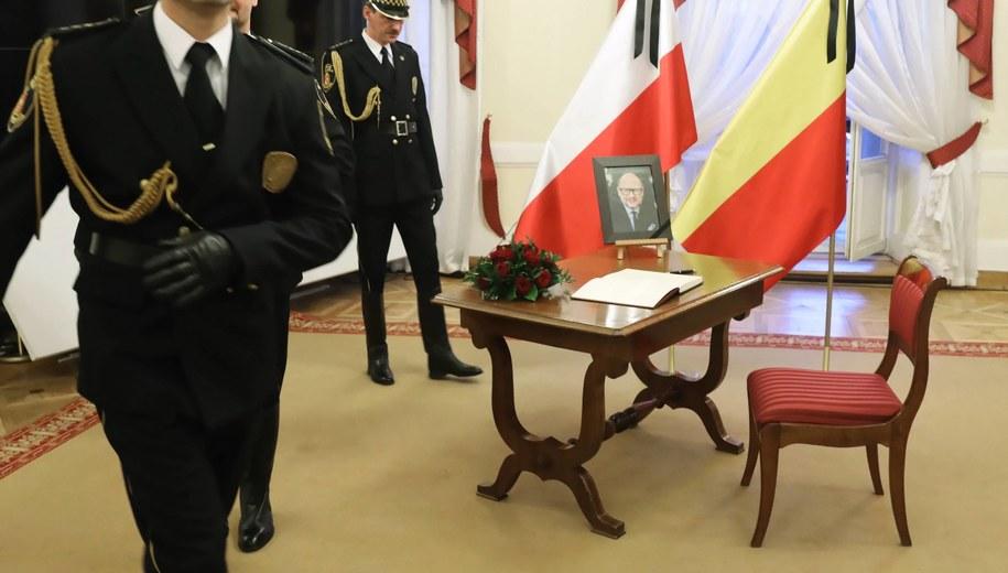 Księga kondolencyjna / Tomasz Gzell    /PAP