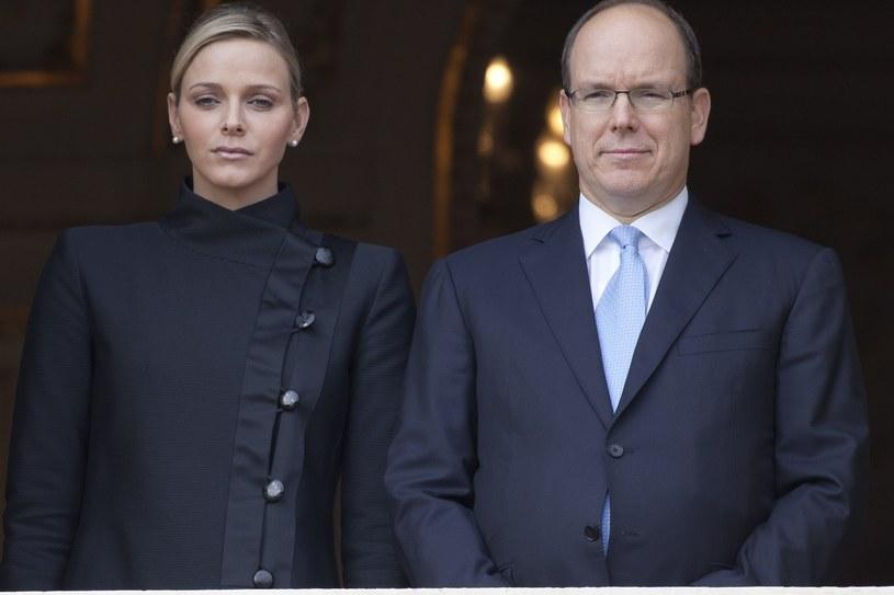 Księżna Charlene i książę Albert mają problemy małżeńskie od wielu lat, o których media żywo dyskutują /Stephane Drapot / Contributor /Getty Images