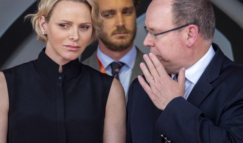 Księżna Charlene i książę Albert są zawsze bacznie obserwowani, gdy pojawiają się razem /ARNOLD JEROCKI /Getty Images