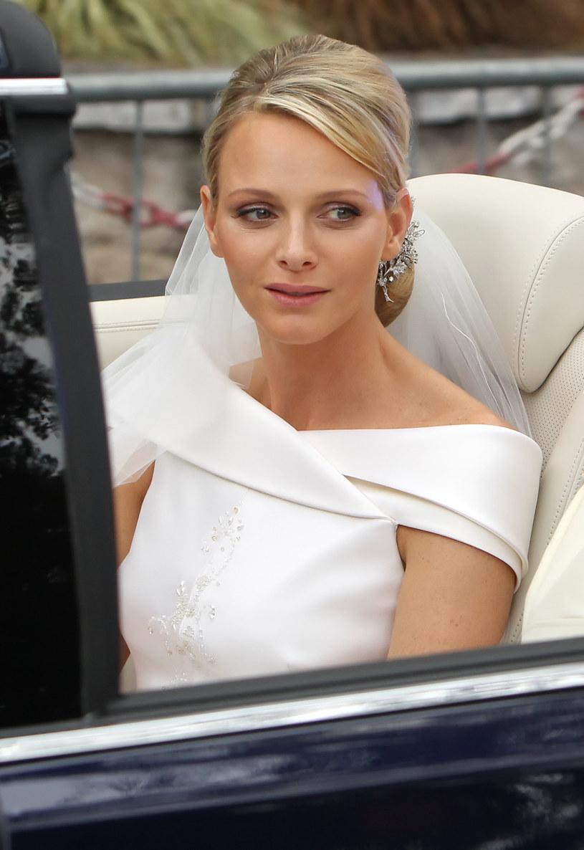 Księżna Charlene w dniu ślubu /Dominik Lipinski /Getty Images