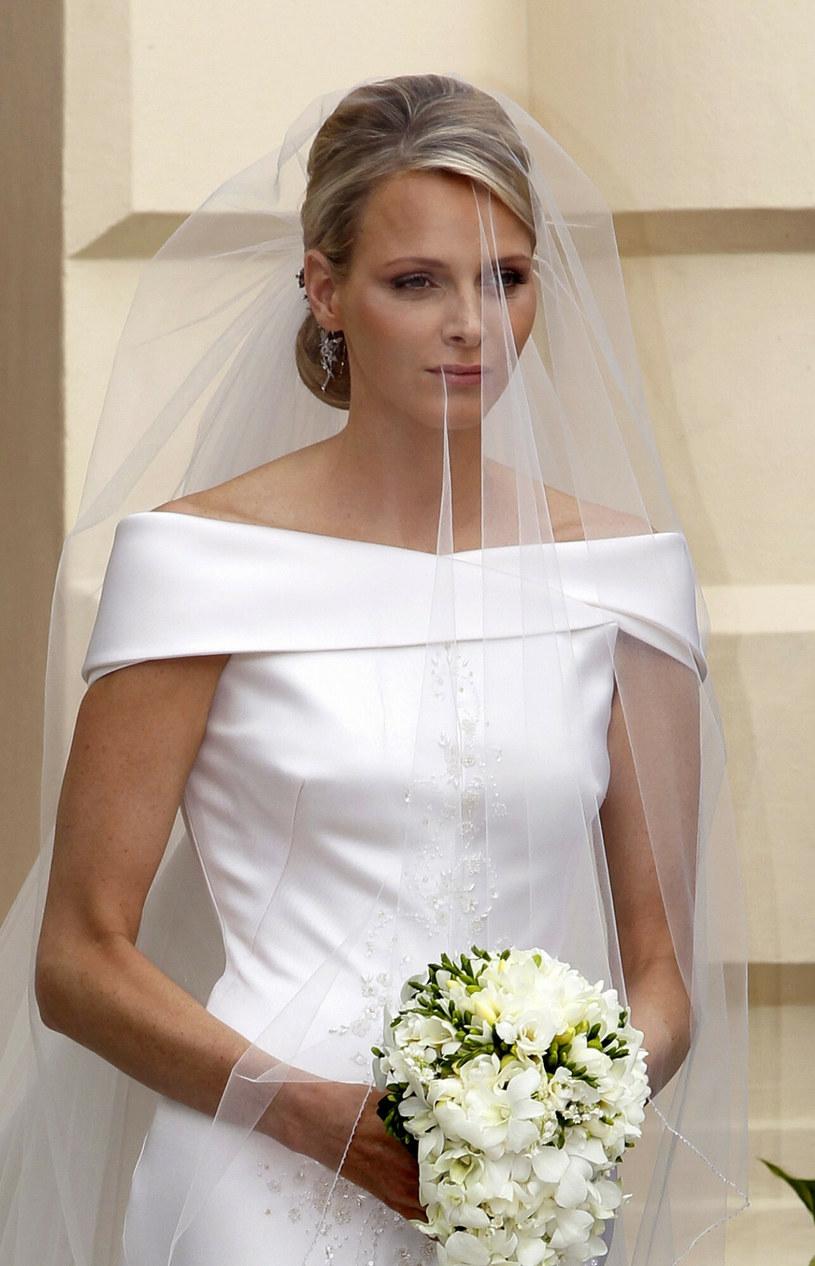 Księżna Charlene została okrzyknięta najsmutniejszą panną młodą świata podczas swojego ślubu /AP /East News