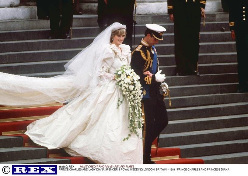 Księżna Diana i książę Karol podczas ślubu /Rex Features /East News