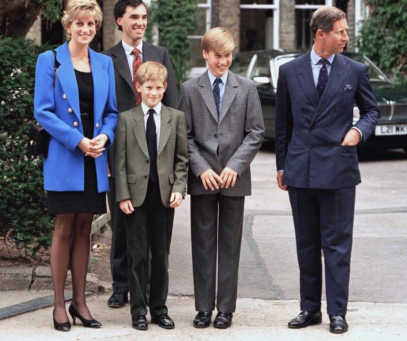 Księżna Diana kochała swoich synów. Gdy zmarła książę William miał 15 lat, z kolei młodszy Harry jedynie 12 /Julian Parker/UK Press  /Getty Images