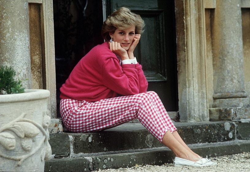 Księżna Diana na schodach posiadłości Highgrove. Dlaczego Lady Di nie lubiła tego miejsca? /Tim Graham / Contributor /Getty Images
