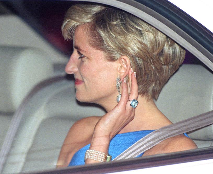 Księżna Diana w pierścionku z akwamarynem /Julian Parker/UK Press via Getty Images /Getty Images