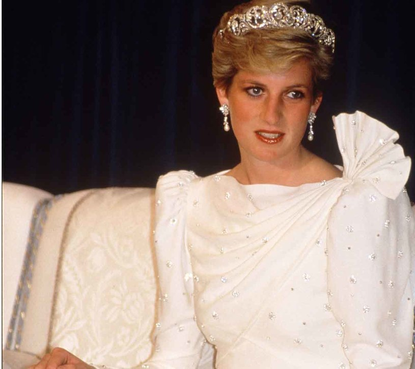Księżna Diana w sukni od Elizabeth Emanuel /East News