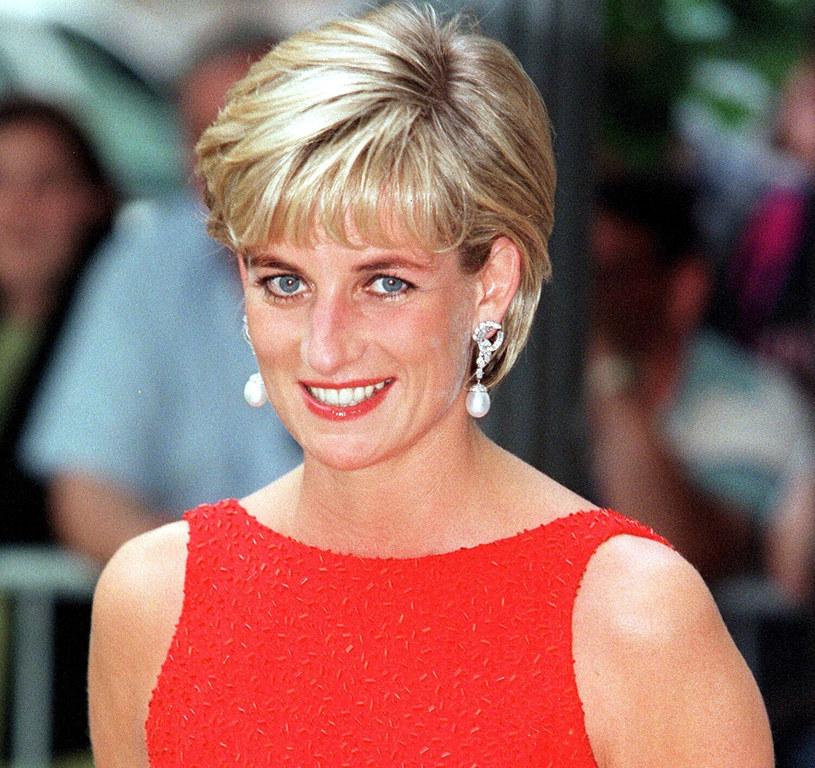Księżna Diana wraz ze swoją charakterystyczną, lekko rozczochraną krótką fryzurą rozkochała w sobie wszystkie kobiety świata /East News