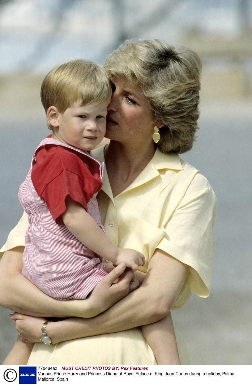Księżna Diana z małym Harry'm /East News