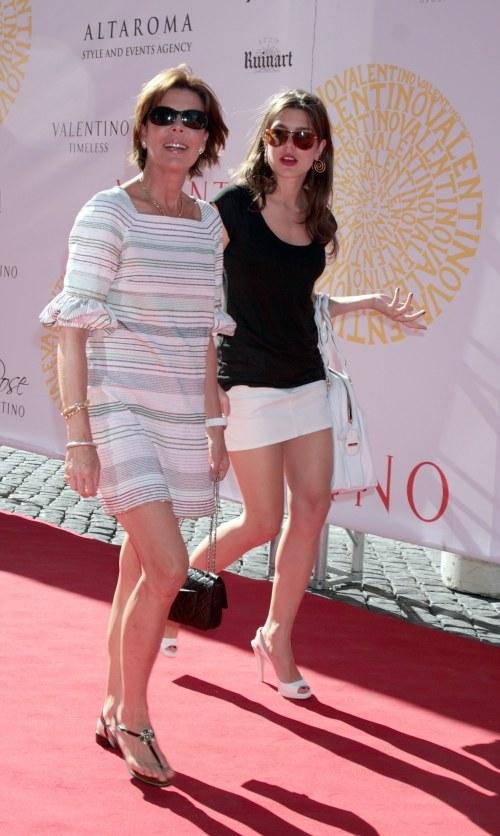 Księżna Karolina z córką na letnim pokazie mody we Włoszech  /Elisabetha Villa/Stringer /Getty Images/Flash Press Media