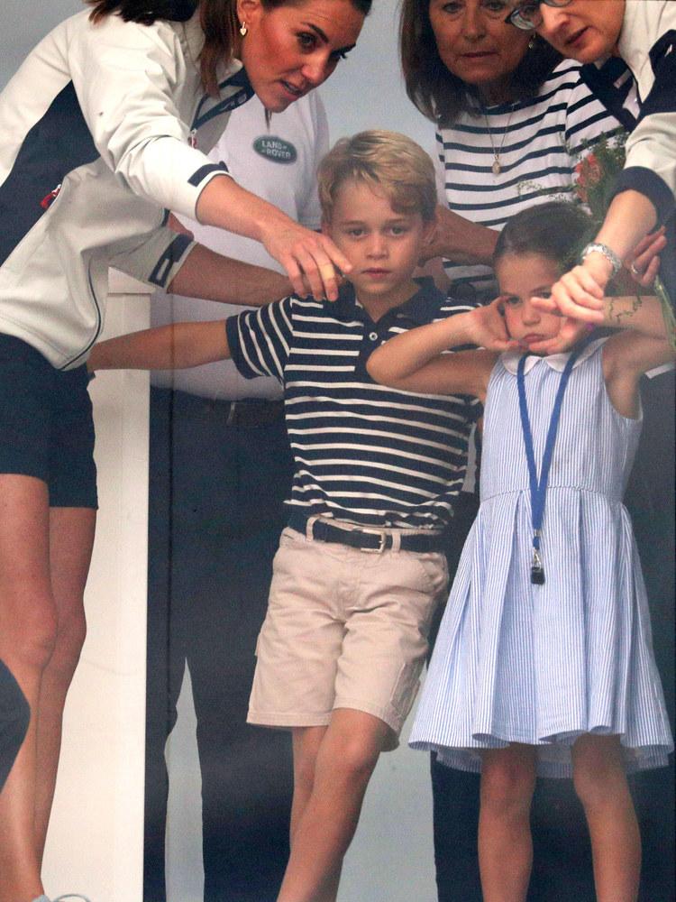 Księżna Kate bardzo pilnuje kwestii ubioru zgodnego z etykietą i wszelkimi regułami panującymi na królewskim dworze /WPA Pool /Getty Images