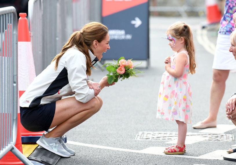 Księżna Kate chętnie nosi sportowe obuwie /Getty Images