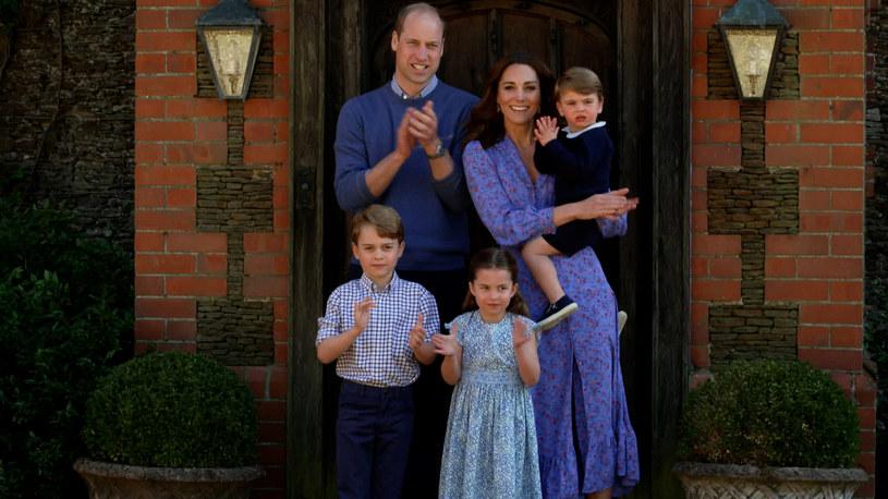 Księżna Kate i książę William chętnie pozują z dziećmi podczas wystąpień publicznych /Comic Relief / Contributor /Getty Images