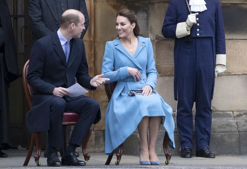 Księżna Kate i książę William podczas wizyty w Szkocji. Wszyscy zwrócili uwagę na zaokrąglony brzuszek księżnej Cambridge /WPA Pool /Getty Images