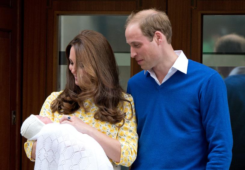 Księżna Kate i książę William z Charlotte w 2015 roku /Zak Hussein /Getty Images