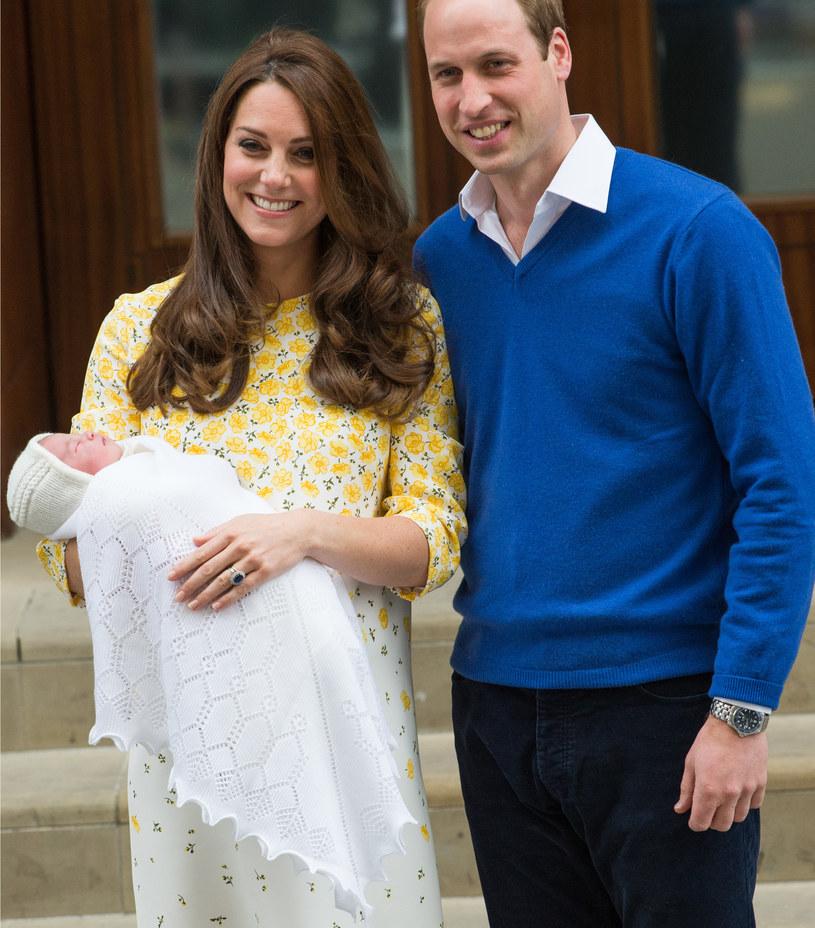 Księżna Kate i książę William z nowo narodzoną Charlotte /Samir Hussein /Getty Images