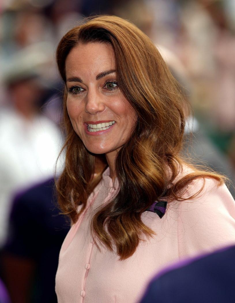 Księżna Kate jest niekwestionowaną ikoną mody na Wyspach /John Walton    /East News
