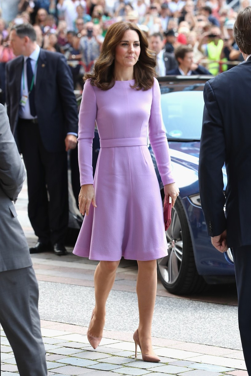 Księżna Kate jest wzorem do naśladowania jeśli chodzi o ubiór. Zawsze wygląda perfekcyjnie! /East News