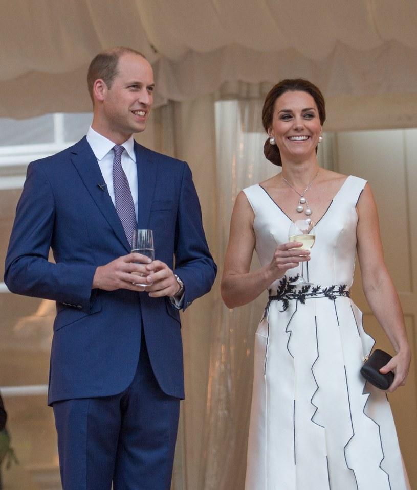 Księżna Kate już kilka tygodni temu wybrała na ten wieczór sukienkę projektu Gosi Baczyńskiej /Splashnews/Eastnews