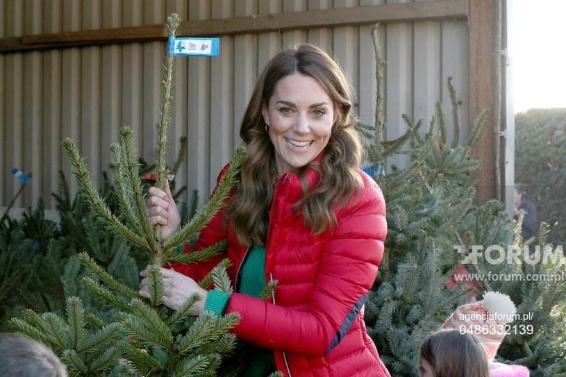 Księżna Kate na giełdzie choinkowej wspierająca dzieci w ramach Family Action /JONATHAN BRADY /Agencja FORUM