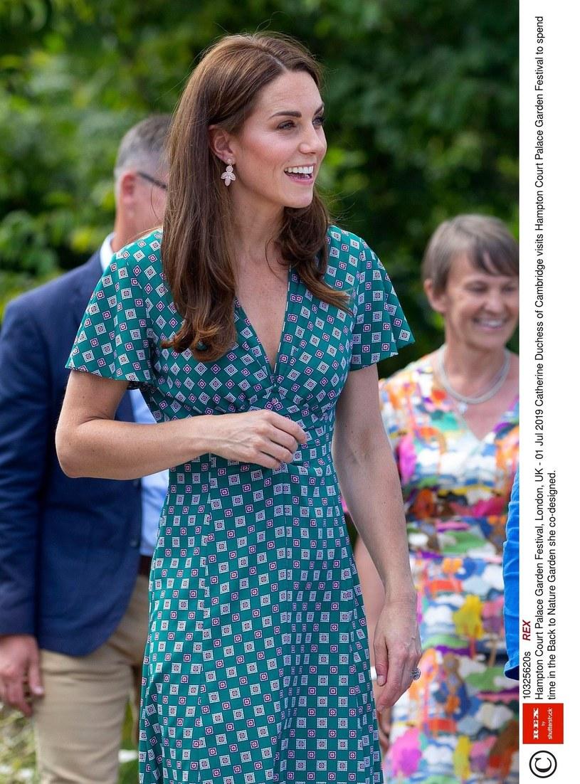 Księżna Kate na najnowszych fotkach /Rex Features