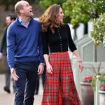 Księżna Kate na przyjęciu świątecznym. Te zdjęcia chyba utną spekulacje