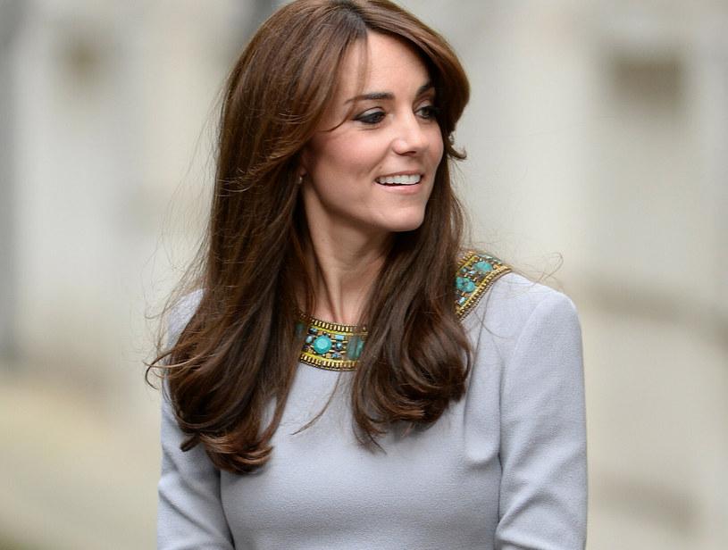 Księżna Kate od dawna jest fanką grzywki-zasłonki /James Whatling /East News