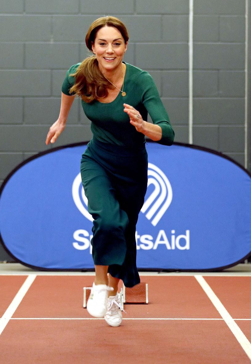 Księżna Kate podczas udziału w jednej z akcji charytatywnych /POOL PA/Associated Press/East News /East News