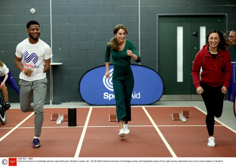 Księżna Kate startująca w biegu lekkoatletycznym /POOL PA/Associated Press/East News