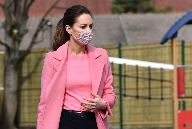 Księżna Kate w tym stroju odwiedziła uczniów szkoły w Londynie /Getty Images