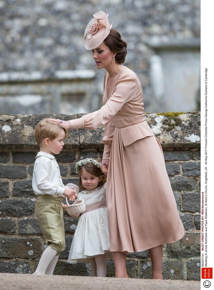 Księżna Kate z dziećmi /East News