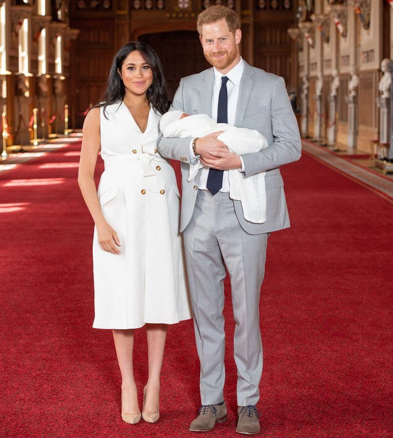 Księżna Meghan Markle i książę Harry wraz z synkiem /East News