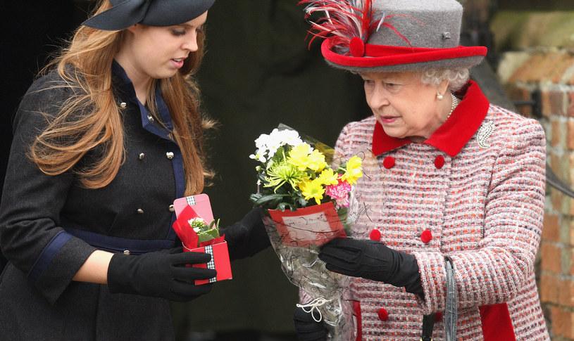 Księżniczka Beatrycze z królową Elżbietą II /Chris Jackson /Getty Images