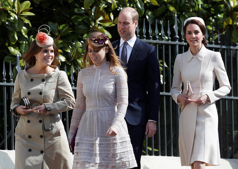 Księżniczka Beatrycze z siostrą Eugenią, księciem Williamem i księżną Kate /WPA Pool /Getty Images