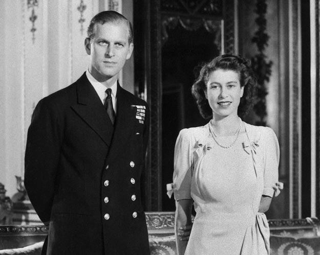 Księżniczka Elżbieta i jej narzeczony, książę Filip w 1947 roku /arch. AFP