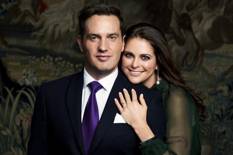 Księżniczka Madeleine (30 lat) i Chris O'Neill (38 lat) w Nowym Jorku oraz na oficjalnym zdjęciu zaręczynowym /East News