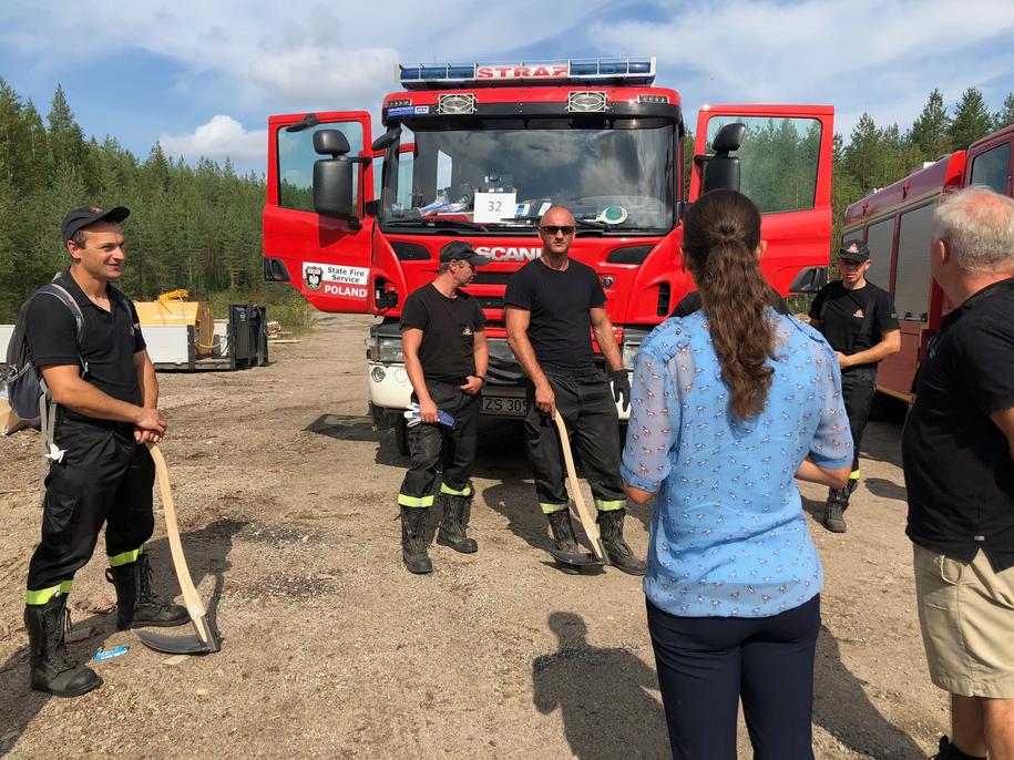 Księżniczka Wiktoria w trakcie rozmowy ze strażakami z Polski /Foto: Kungahuset.se/Facebook /