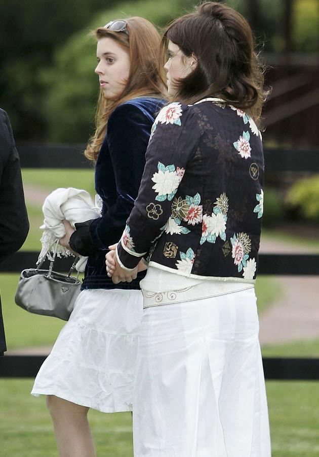 Księżniczki Beatrice i Eugene nie dorównują Kate ani popularnością, ani urodą /Chris Jackson /Getty Images