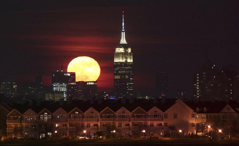 Księżyc Kukurydzy może występować także pod innymi nazwami. Księżyc Żniwiarzy lub Księżyc Owocowy stosowane są wymiennie w zależności od regionu /Getty Images