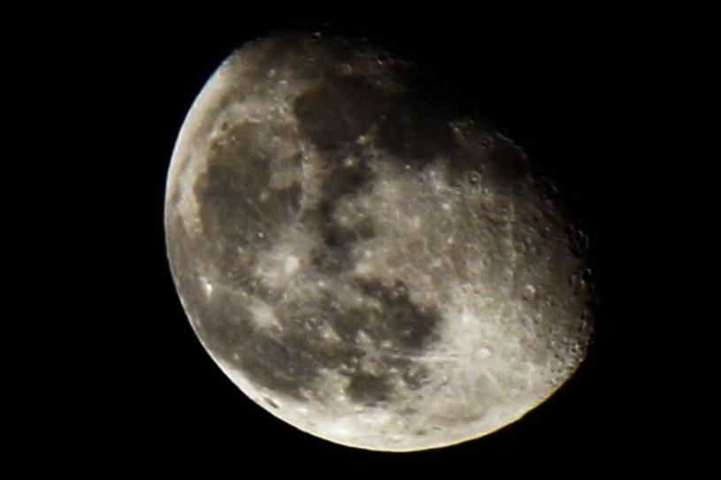 Księżyc ma w niewielkim stopniu wpływ na ziemskie opady /123RF/PICSEL
