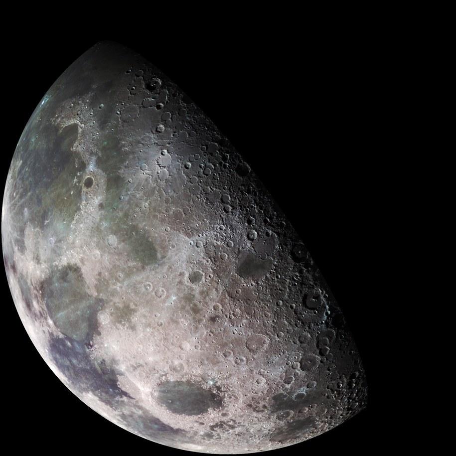 Księżyc, sfotografowany przez przelatująca sondę Galileo, 7 grudnia 1992 roku /NASA/JPL/USGS /Materiały prasowe