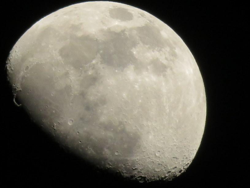 Księżyc wciąż skrywa wiele tajemnic /123RF/PICSEL