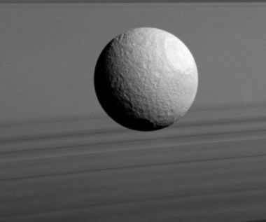 Księżyce Saturna są młodsze niż przypuszczano
