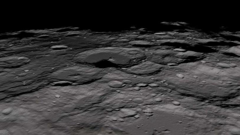 Księżycowe kratery wypełnia lód pochodzący z różnych źródeł /NASA