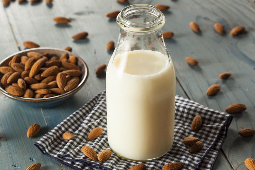Księżycowe mleko to proste remedium na bezsenność /123RF/PICSEL