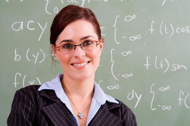 Kto będzie płacił pensje nauczycielom? /©123RF/PICSEL
