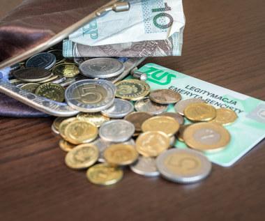 Kto korzysta na emeryturach groszowych?